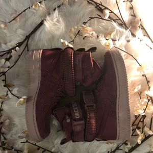 Nike SF AF 1 Force is Female